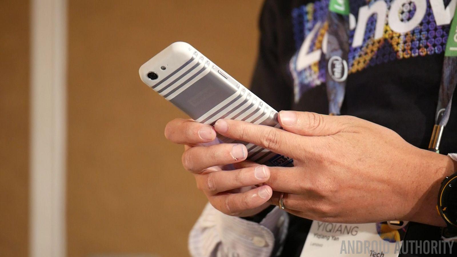 Smartphone pieghevole by Lenovo 3